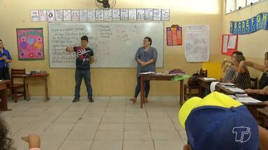 Profissionais de várias áreas aperfeiçoam conhecimento em aulas de Libras em Santarém - Além dos profissionais, crianças também frequentam as aulas.