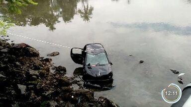 Três ficam feridos após carro cair no mar em Ubatuba - Acidente aconteceu na madrugada de domingo.