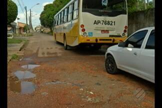 Equipe do 'Calendário JL' visita moradores do Conjunto Satélite, em Belém - Moradores das travessa WE-12 denunciaram problemas causados por buracos na via.