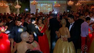 Adolescentes ganham baile de debutantes especial, em Recife - Voluntários se uniram para fazer a alegria de sete meninas que estão em tratamento contra o câncer.