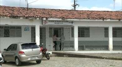 Bairro dos Novais, em João Pessoa, está abandonado - Segundo os moradores o campo está abandonado e no posto de saúde não tem médicos.