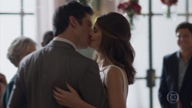 Veja os bastidores do casamento de Eric e Luíza - Personagens de Mateus Solano e Camila Queiroz se casaram na novela 'Pega Pega'