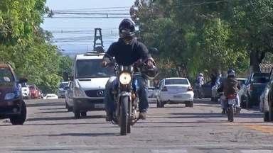 Cinco veículos brasileiros são recuperados pela polícia boliviana este ano - Este ano, 94 veículos foram furtados ou roubados em Corumbá. As motocicletas são a maioria. Nesses casos, os ladrões acabam levando esses veículos para a Bolívia, o que dificulta investigação pelas autoridades brasileiras. Mas a polícia boliviana está conseguindo recuperar algumas dessas motos. Nesse fim de semana, um homem conseguiu reaver a moto que foi roubada.