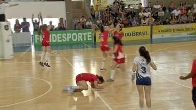 Equipes da UCDB levam título no feminino e masculino da VII Copa Pantanal de Voleibol - Depois de dois meses de disputa, finais foram no sábado (19), em Campo Grande.