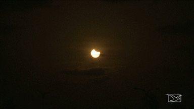 Eclipse solar foi bem visto pelas pessoas em São Luís - Esta segunda-feira (21) foi dia de eclipse solar. São Luís foi uma das cidades com a melhor visibilidade do fenômeno no país.