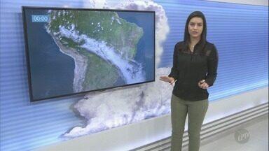 Terça-feira tem previsão de dia sem chuva e frio pela manhã - Termômetros marcam mínima de 12º em Holambra (SP) e máxima de 22º em Campinas (SP).