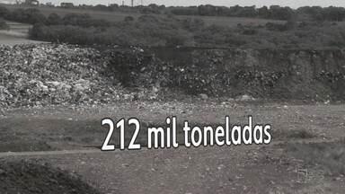 Aterro sanitário de Guarapuava tem apenas mais quatro anos de vida útil - A produção de lixo da cidade é de 120 toneladas por dia. Com ajuda da população e aumento da coleta seletiva, é possível ampliar a vida útil do local.