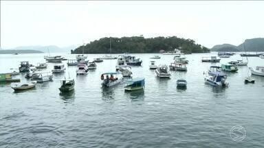 Previsão de vento forte não se concretiza em Angra, RJ - Mar não ficou tão agitado, mas chuva veio e encheu os reservatórios.