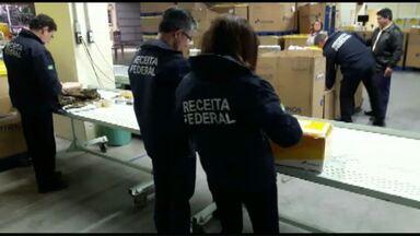 Receita Federal apreende produtos em agência dos Correios de Cascavel - Foram apreendidos produtos eletrônicos, de informática e peças automotivas.