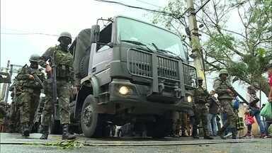 Operação das polícias e do Exército tem 43 presos - Operação aconteceu em 8 comunidades. Mais de 300 kilos de drogas foram apreendidos. Hoje, mais uma moradora vítima de bala perdida no Jacarezinho foi enterrada.