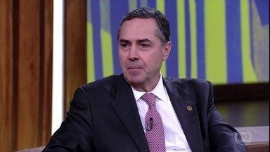 Luís Roberto Barroso fala sobre a importância da Operação Lava Jato - Ministro diz que sucesso da operação se deve em grande parte à mobilização popular contra a corrupção