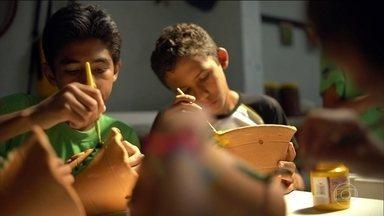 Projeto Verde Vida ajuda a melhorar a vida de crianças e jovens em situação de risco - Projeto Verde Vida, no interior do Ceará presta atendimento a 200 jovens e crianças, com oficinas culturais, educação e alimentação. 700 são beneficiados indiretos.