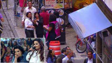 Caldeirão da Fama captura anônima para ser cantora sertaneja - Maiara e Maraísa acompanham a captura no palco do Caldeirão