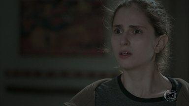 Ivana não consegue contar aos pais sobre sua transição - Eugênio tenta conversar com a filha e Joyce se desespera. A socialite implica com Ritinha