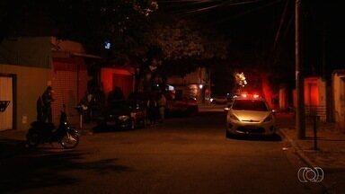 Policial militar é baleado durante tiroteio contra assaltante, em Goiânia - Criminoso também foi atingido, mas fugiu do local.
