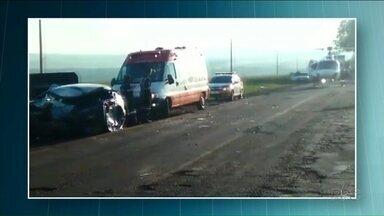 Motorista morre após bater em caminhão na PR-463, em Paranacity - O motorista morreu na batida com um caminhão.