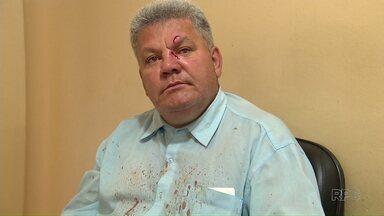 Motorista do transporte coletivo de Maringá é agredido - O adolescente teria entrado no ônibus enganado quando começou a discussão; ele acabou acertando um soco no rosto do motorista
