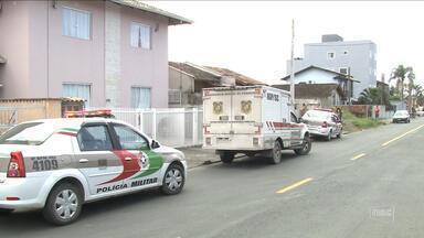 Mãe achada morta com os 2 filhos em Joinville estava desempregada e com aluguel atrasado - Mãe achada morta com os 2 filhos em Joinville estava desempregada e com aluguel atrasado