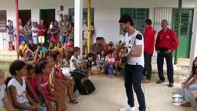 Creche criada pelo cantor Nando Cordel ajuda famílias no Cabo há 28 anos - Associação Lar do Amanhã beneficia 150 crianças.