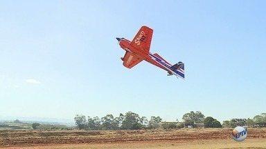 Encontro de Aeromodelismo acontece neste sábado (26) em Ribeirão Preto - Cerca de 40 pilotos devem participar do evento e expor mais de 30 réplicas de aviões.
