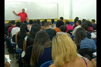 Revisão para o Enem reúne centenas de alunos em Belém - Revisão para o Enem reúne centenas de alunos em Belém