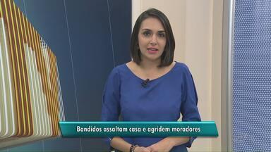 Bandidos assaltam casa e agridem moradores em Ponta Grossa - A ação foi em uma casa no bairro de Uvaranas. De acordo com a polícia militar, os assaltantes estavam armados com uma barra de ferro e uma máquina de choque.