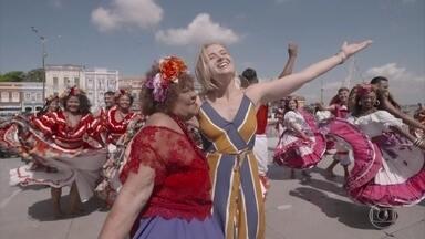 Angélica é recebida por Dona Onete em Belém do Pará - Apresentadora vai conhecer a capital do Pará, que é uma cidade cheia de histórias