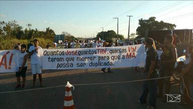 Moradores realizam protesto em rodovia estadual no MA - Revoltados com o aumento dos acidentes com mortes na rodovia estadual entre Santa Inês e Pindaré-Mirim, moradores realizaram uma manifestação para exigir melhorias na estrada, principalmente a duplicação.