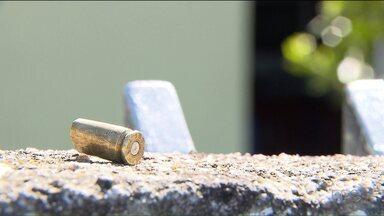 Polícia investiga crime que deixou duas pessoas mortas e oito feridas - O crime foi durante uma confraternização em uma casa no bairro Capão Raso.
