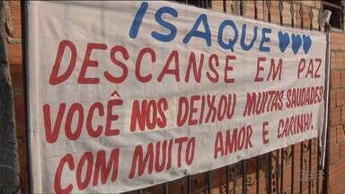 Estão presos os acusados da morte do menino Izaque - A casa do casal, em Almirante Tamandaré, foi destruída.