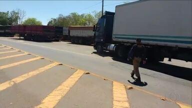 Caminhão roubado que circulava de forma irregular é encontrado pela polícia na BR-153 - Caminhão roubado que circulava de forma irregular é encontrado pela polícia na BR-153