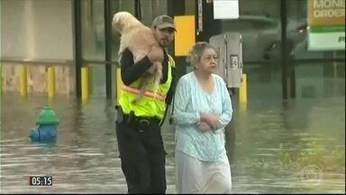 Imprensa nos EUA descreve como apocalíptico o estrago provocado pelo Harvey - A tempestade tropical deixou mortos e feridos durante sua passagem no domingo (27) pelo estado do Texas.