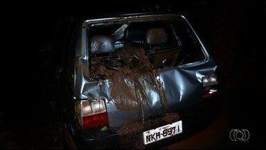Casal morre afogado após carro cair em represa em Perolândia, em Goiás - Acidente aconteceu na zona rural da cidade.