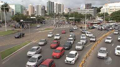 Agenda Bahia: população sente os efeitos do crescimento desordenado, em Salvador - Um dos problemas crônicos fica no trânsito, cada vez mais cheio na capital.