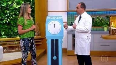 Metabolismo fica mais lento com o envelhecimento - O metabolismo é uma série de reações que o organismo precisa para produzir energia. E essa energia tem um ritmo de gasto.