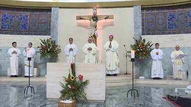Núncio apostólico italiano celebra missa na Igreja São Judas Tadeu, em Belo Horizonte - Dom Giovanni D'Aniello é italiano e representa o Papa Francisco no Brasil.
