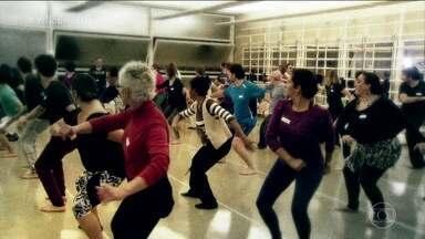Persistência é principal motivação para projeto de dança - Os passos que fazem a dança começam a tomar forma a cada dia. A coreografia fica mais clara e o ritmo fica mais intenso. Mas nem todo mundo conseguiu chegar até esta fase.