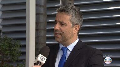 Veja dicas para evitar surpresas desagradáveis na hora de pegar um empréstimo - Veja entrevista com o advogado Rômulo Brasil.