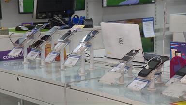 Por medo de assaltos, muitas pessoas estão comprando celulares mais baratos - O roubo de celulares tem assustado muitas pessoas, na capital.