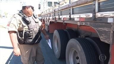 Polícia faz operação no Anel Rodoviário de BH, onde 14 pessoas morreram até julho - Foram 730 acidentes em sete meses. Imprudência de motoristas e má conservação de veículos são as principais causas dos acidentes.