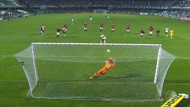 Vitória vence o Coritiba por 1 a 0 fora de casa e está livre da zona de rebaixamento - Partida aconteceu na noite de segunda-feira (28).