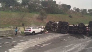 Três ônibus se envolvem em acidente na Rodovia dos Imigrantes - Colisão aconteceu no km 48, na altura de São Vicente.