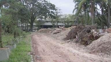 Moradores denunciam abandono de obra na Praça do Sesc em Santos - Segundo a Prefeitura, trabalhos continuam normalmente.