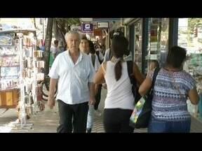 Aposentados e pensionistas começam a receber primeira parcela do 13 salário - Antecipação de 50% será feito na folha de agosto.