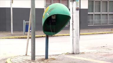 Orelhão ainda é utilizado no Sul do Rio - Em Resende quem depende do aparelho tem dificuldade de encontrar um que funcione.