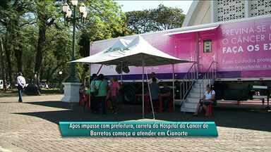 Prefeitura libera, e carreta do Hospital do Câncer começa a atender em Cianorte - A carreta estava estacionada desde ontem na cidade, mas foi impedida de atender por falta de documentação.
