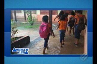 Escola Municipal de Belém interrompe as aulas por causa do alagamento provoca pela chuva - Um pai de um dos aluno filmou como a escola municipal ficou durante a chuva da tarde desta terça-feira (29).