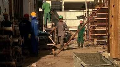 Cenário muda e setor da construção civil vive bom momento após dois anos em baixa - Um levantamento mostra que o índice de confiança da construção teve a terceira alta consecutiva no mês de agosto. Muitas empresas estão tirando projetos da gaveta.