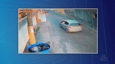 Polícia identifica suspeitos de sequestrarem mulher na Zona Centro-Oeste de Manaus - Ela foi feita refém dentro do próprio carro enquanto os homens cometiam assalto.