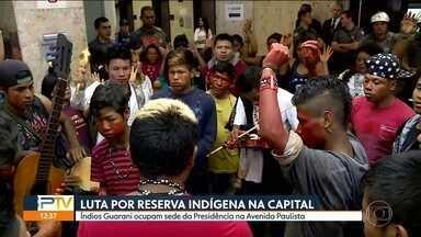 Índios Guarani ocupam sede da presidência da República na Avenida Paulista - Eles querem que a portaria do Ministério da Jutiça volte atrás da decião que anulou a demarcação da terra indígena do Jaraguá.